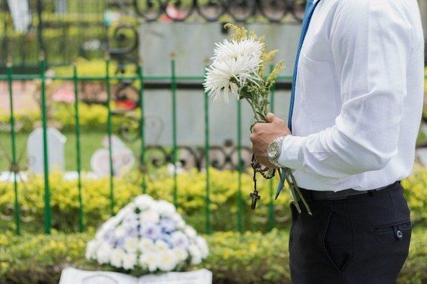 Quelles sont les procédures à suivre en cas de décès d'un être cher ?