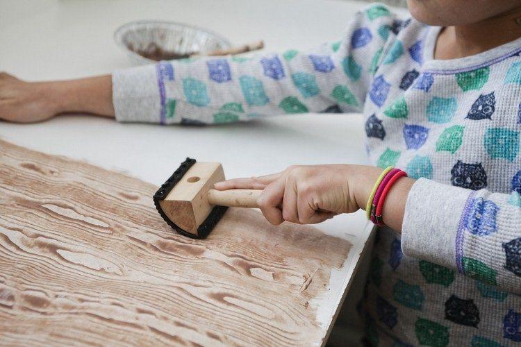 Guide pratique pour bien choisir une peinture pour bois