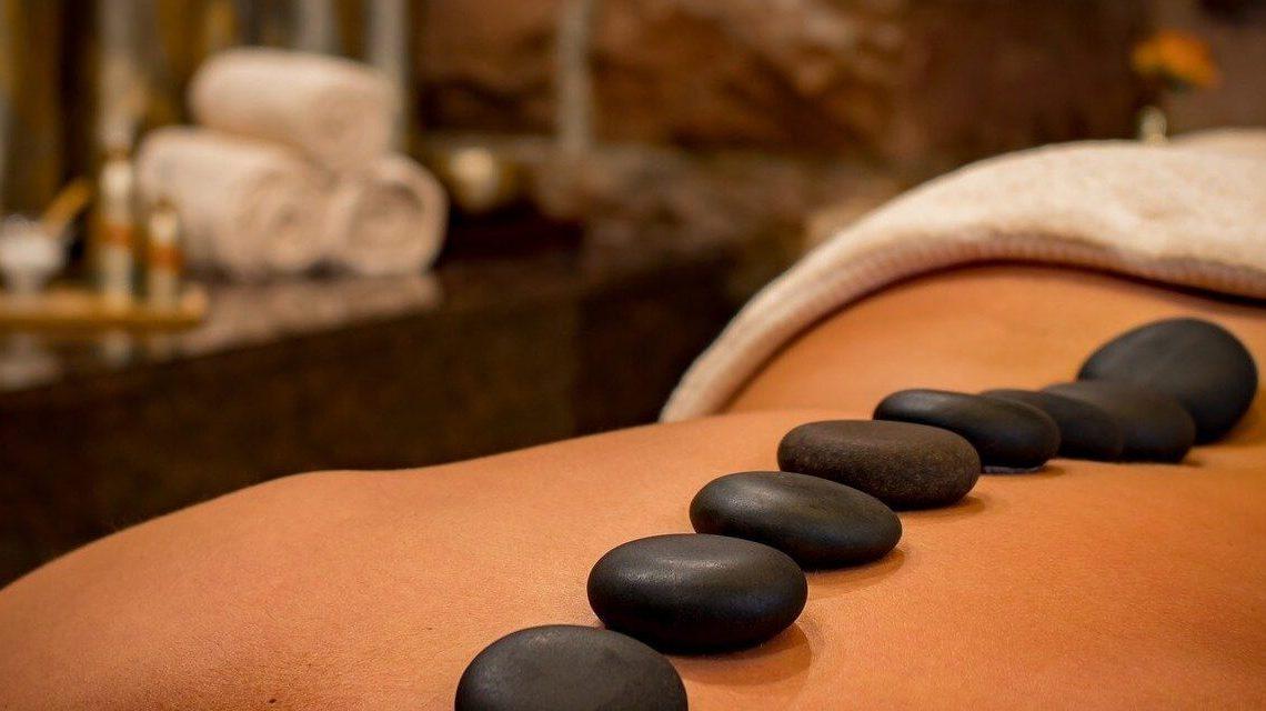Les bienfaits du massage aux pierres chaudes