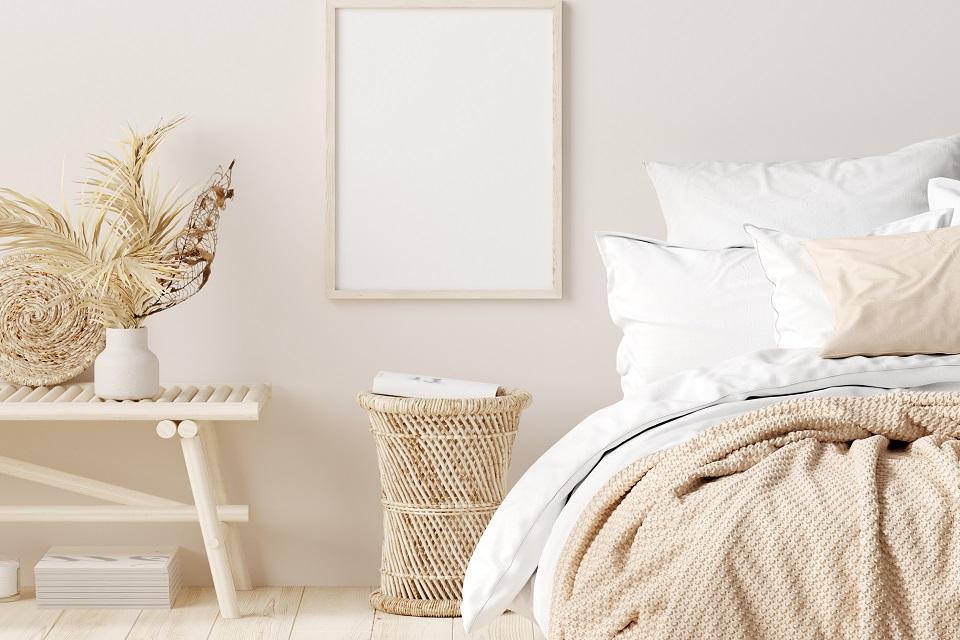 Comment fixer des pieds de lit sur un sommier ?