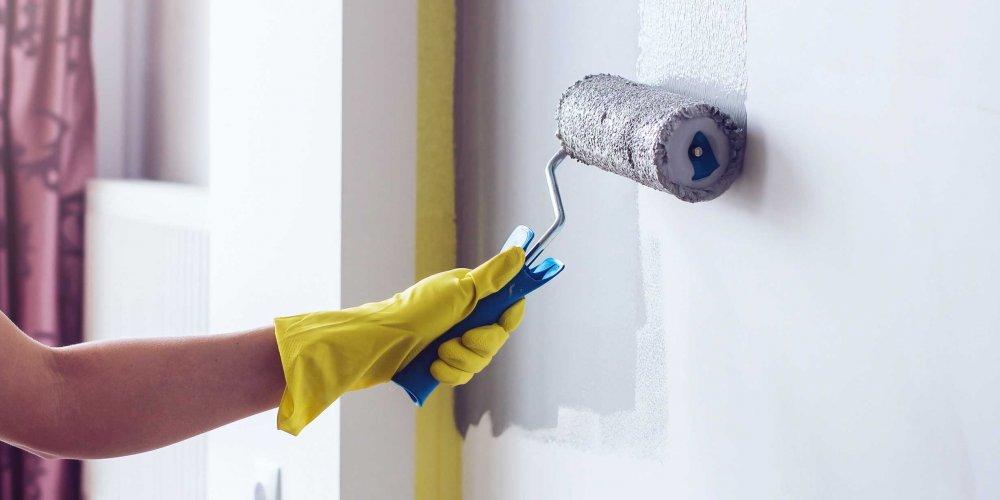 6 conseils pour peindre correctement sur un mur peint