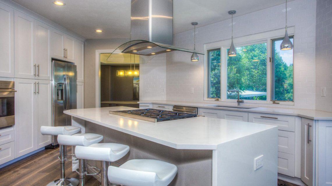 Installation d'un faux plafond dans la cuisine pour la rénover